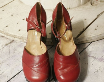 Leather platform shoes 70 years. New deadstock. Size 38