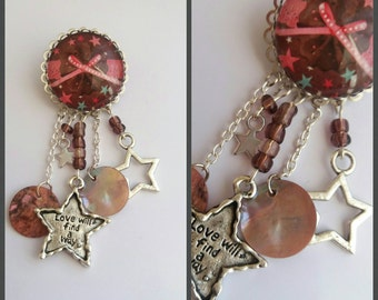 Brooch with Cabochon pearls pendant and mother-of-Pearl