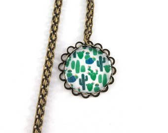 Long necklace retro motif cactus