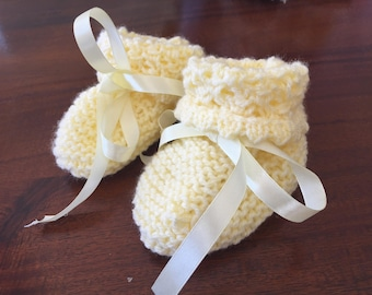 Baby booties and bonnet