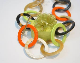 Chearing summer color with Greenery lacquer and horn necklace for lady and color of love - collier en corne corne de buffle