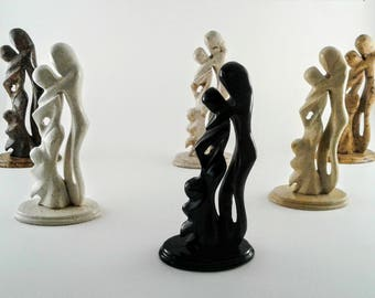 Smal sculture of families in marbel