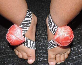 Baby Barefoot Sandals. Flower Headband. Girl Headband. Shabby Chic. Baby Shoes. Shabby Chic Shoes. Baby Sandals. Baby Footwear. Baby Shower.