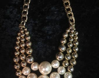 Pearly White And Gold Beaded Necklace