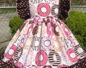 Doughnut dress with flutter sleeves