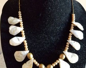 Mother of Pearls Necklace