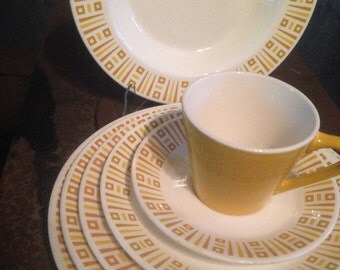 Syracuse Syralite Full Service Dinner Plate Luncheon Salad Bread Soup Cup Saucer Seven Mid Century Vintage Heavy Restaurant China 1970s USA