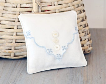 Lavender Drawer Sachet, Vintage White Linen Sachet, Cottage Home Decor, Bridal Bridesmaid Gift