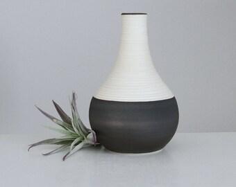 Short Groove Vase in Bronze