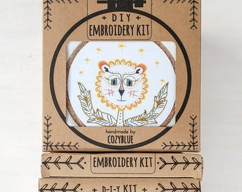 DANDY LION embroidery kit - embroidery hoop art, DIY stitching kit, dandelion flower, little lion, yellow and orange lion flower, gardening