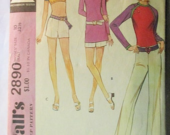 1970s Vintage Sewing Pattern McCalls 2890 Misses Top, Pants & Shorts Pattern Size 10 Bust 32