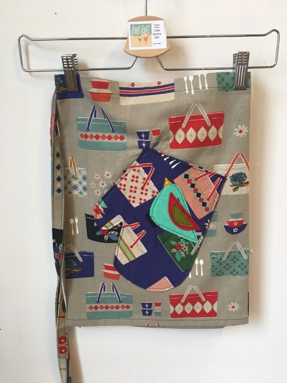 Picnic pattern glove pocket on organic cotton canvas Apron