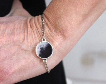 Custom Moon Date Bracelet - Birthday or Anniversary Gift - Personalized Lunar Phase - Moon Phase Jewelry - Galaxy, Outer Space