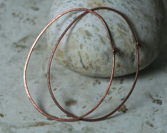 Handmade hammered large oval (egg shape) solid copper hoop 58x44mm, one pair (item ID LECEGG18GB))