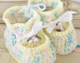 Vintage / Crocheted Baby Booties / Flower Appliques