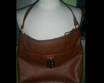 Timeless Classic and Chic Tommy Hilfiger Leather Logo Bag