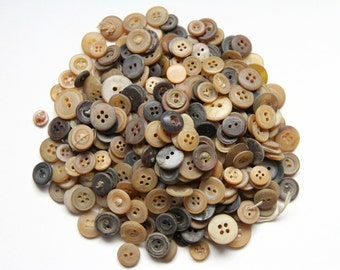 Supplies - 50 horn buttons, pressed horn antique buttons, restoration and reenactment buttons,