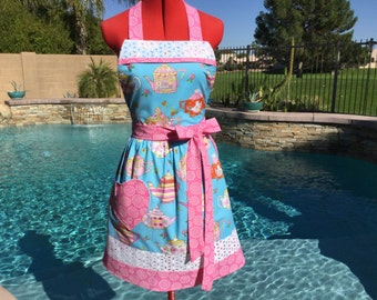 Teapots Sassy Apron with Bib, Retro Style with Gathered Waist, Daisy Lace Trim and Towel Loop, Womens Misses and Plus SIzes, Kitchen Apron