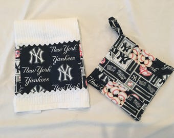 1 Cotton Dishtowel Trimmed With New York Yankee Fabric 1 Potholder New York Yankees Fabric Trimmed Dishtowel Gift under 20