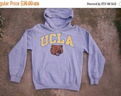 40% SALE 90s UCLA hoodie / Bruins Bears / Gildan gray sweatshirt / college sweatshirt / Unisex, mens small, womens medium