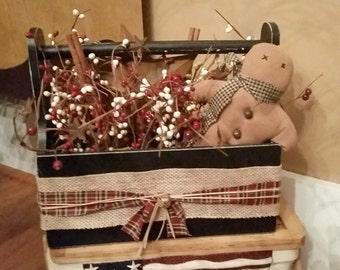 Primitive Rustic Wood Tool Tote Box - Rusty star, Gingerbread, cinnamon sticks and pip berries Rustic Home decoration