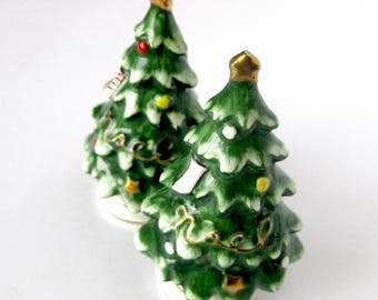 Vintage Christmas Tree Salt and Pepper Shakers - NOEL - Gold Star Christmas Collectible / Japan