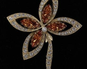 VINTAGE Gold Metal and Rhinestones Crystals FLOWER BROOCH Pin