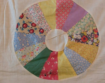 "Vintage 1930's Hand Pieced Dresden Plate Quilt Top. 78x94"". Yellow Sashing. 17"" Blocks."