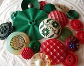 Vintage Buttons - Cottage chic mix of red, green and off white lot of 20 old and sweet( feb569 17)