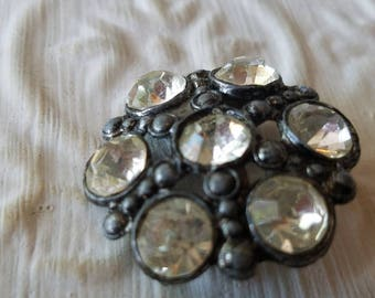 Vintage Button -   1 beautiful large  glass rhinestones, set in dark silver metal (may 74 17)