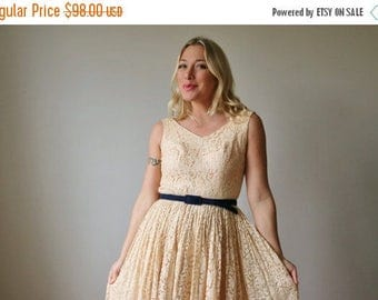 25% OFF SALE 1950s Blush Lace Party Dress >>> Size Extra Small (00/0/1)