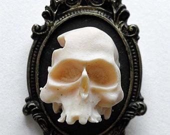 Gothic 3D skull cameo brooch