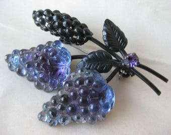 Grapes Fruit Brooch Glass Rhinestone Austria Blue Purple Black Vintage Pin