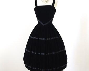 vintage 1950's dress ...exquisite LUIS MARI for I.Magnin & Co Black Velvet Full BUBBLE skirt cocktail party prom dress