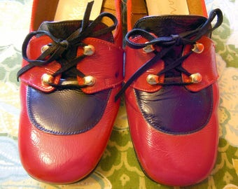 Vintage 1970s Size 8.5 S Red and Navy Blue Leather Upper Shoes Loafers Womens Shoes Magdesian's California Slip Ons