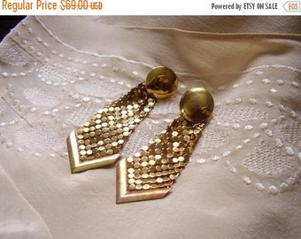 25% off Flash Sale . . . Brass Gold Tone MESH Disco 1970s 70s Dangle Earrings - Vintage