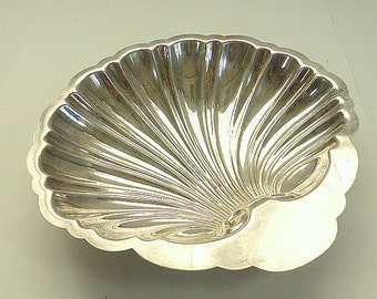Vintage English Silver Mfg Silverplate Scallop Sea Shell Dish Candy Mint Nut Dish Silverplate Jewelry Display Wedding Anniversary Beachy