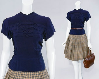 40s s/s navy blue top with pin-wheel & pin-tucked detail at bodice | size small