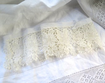 Vintage Lace Trim Chemical/Schiffli  in Soft White Cotton and Tulle Collar/Cuffs