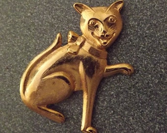 1960s goldtone smiling cat brooch - charity for animals