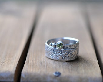 Sterling Silver Peridot Ring, Oxidised Sterling Silver Stacking Ring, Rustic Gemstone Metalwork Ring - Rustic Wrap in Peridot