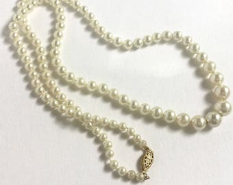 """Vintage 24"""" Graduated Pearl Necklace"""