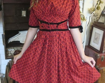 Adorable 1950s Vintage Red Calico Print Rockabilly Dress Black Velvet Details 34 Bust