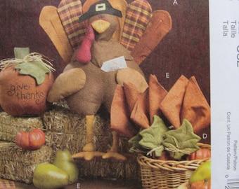 McCalls M5492/Uncut Sewing Pattern/Harvest Tabletop/Craft Pattern/Turkey/Pumpkin/Placemats/Napkins/2007