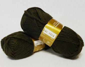Stash Sale - Peruvian Highland Wool, Wool Yarn, Olive Wool Yarn, Highland Wool, Elann Peruvian Highland Wool, Sale Yarn - 2 skeins  Dk Olive