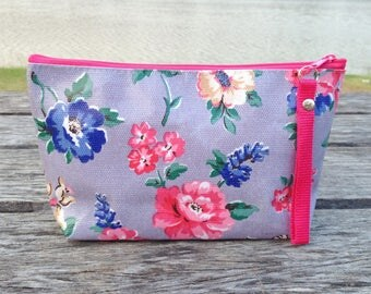 Flower on a Grey Oilcloth Zipper Pouch with Hot Pink Zip | Cosmetic bag | Gift bag | Reusable bag | Waterproof bag | Party bag | Makeup bag