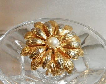 ON SALE Vintage Gold Pearl Flower Brooch.  Faux Pearl Gold Spring Flower Blossom Pin.