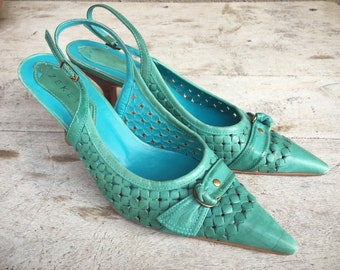 1980s Women's size EU 37 (US size 7) sling back pumps turquoise leather, vintage pointed toe kitten heel pumps, turquoise teal spring shoes