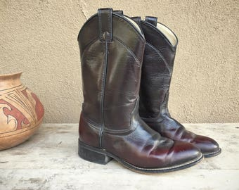 Vintage cowgirl boot Women Size 7 M burgundy Laredo Roper boot, boho rockabilly cowboy boot, round toe Western boot, brown red leather boot