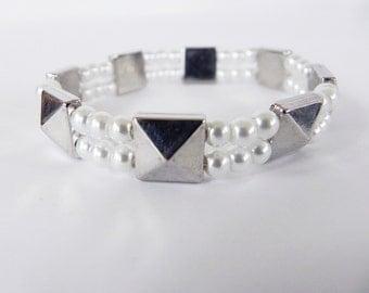 Bracelet Stretch Bracelet Boho Punk Silver Pyramids and White Pearls